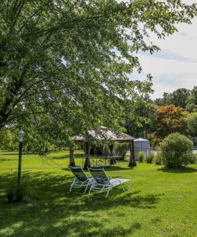 Hamlet-inn-lawn-south2-1024x682